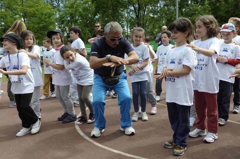 Cesare Covino con i bambini